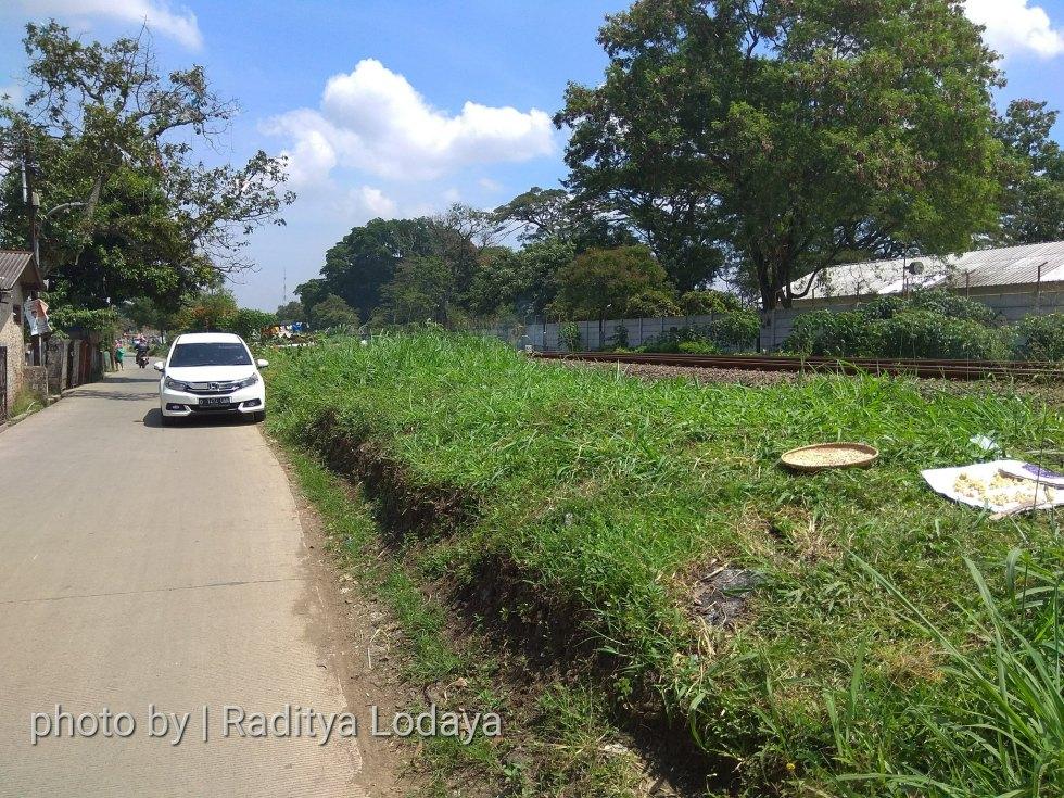 Foto Jalur Rel Mati Bandung (Kiaracondong-Karees): Tertutup Rumput Tebal #2