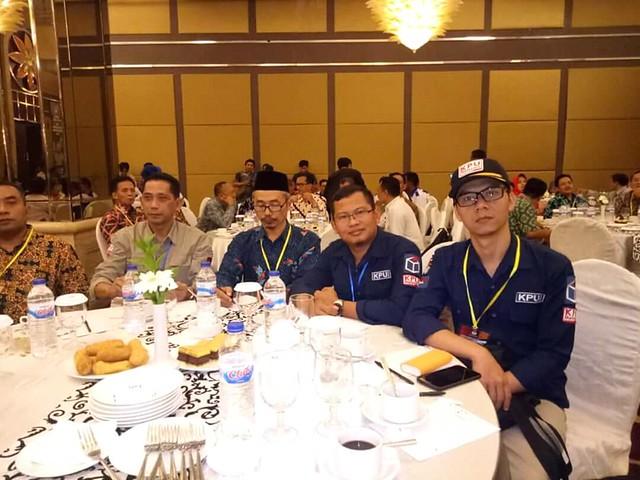 Suasana rapat pleno penetapan pasangan calon terpilih pilgub dan wagub Jatim 2018 di Hotel Whyndam Surabaya (24/7)