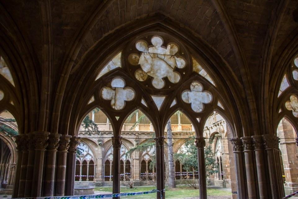 arco gotico exterior Claustro mayor Real Monasterio de Santa Maria de Veruela Zaragoza 02