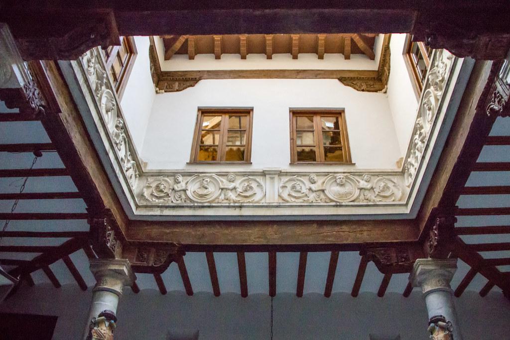 patio cerrado acristalado interior Palacio Episcopal Tarazona Zaragoza 01