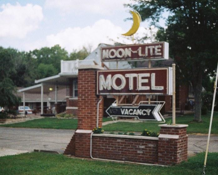 Moon-Lite Motel