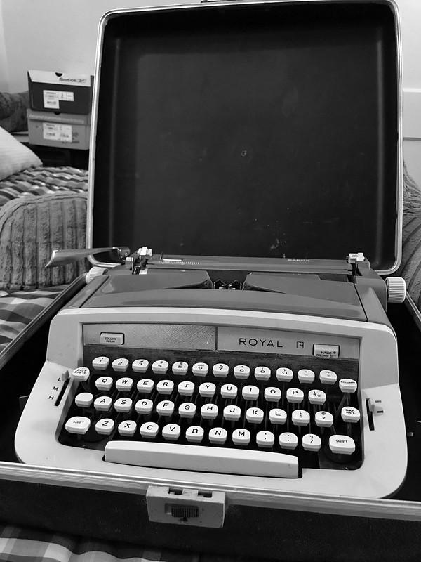 Royal Sabre portable typewriter in case