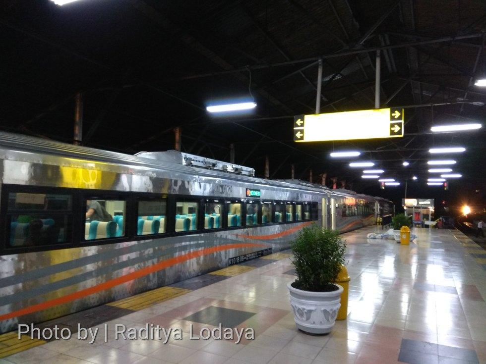 PLB Kereta Api Argo Parahyangan Tambahan Stainless Steel (1/6)