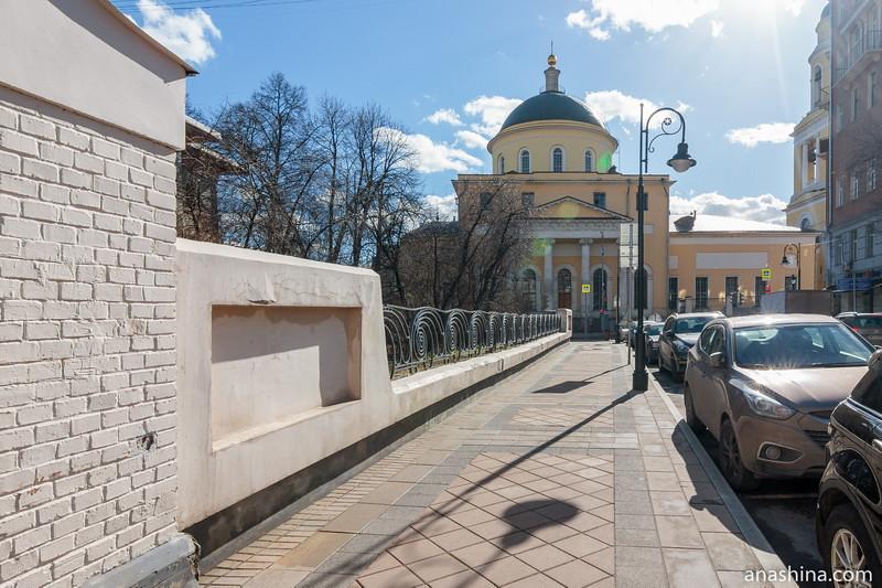 """Улица Спиридоновка и церковь """"Большое Вознесение"""" у Никитских ворот"""