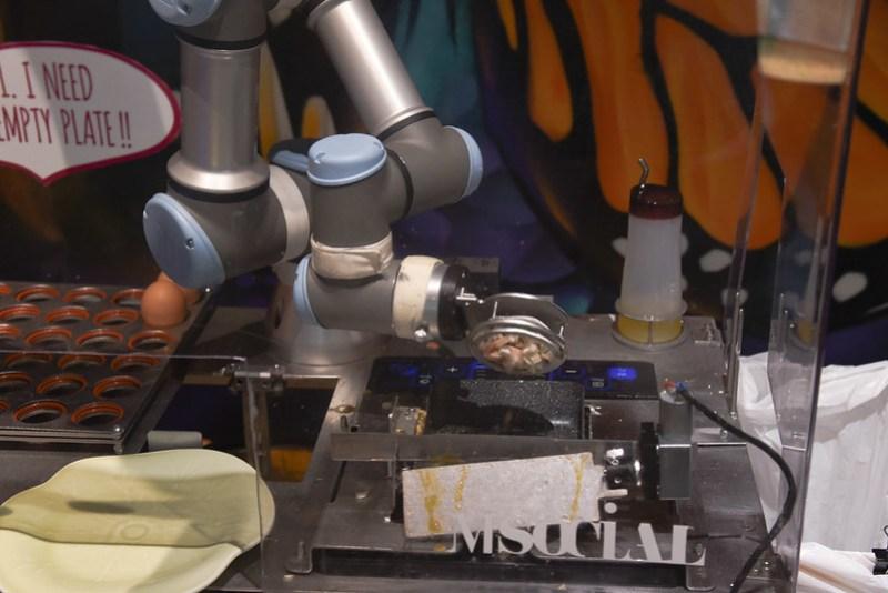robot preparing my eggs at m social singapore