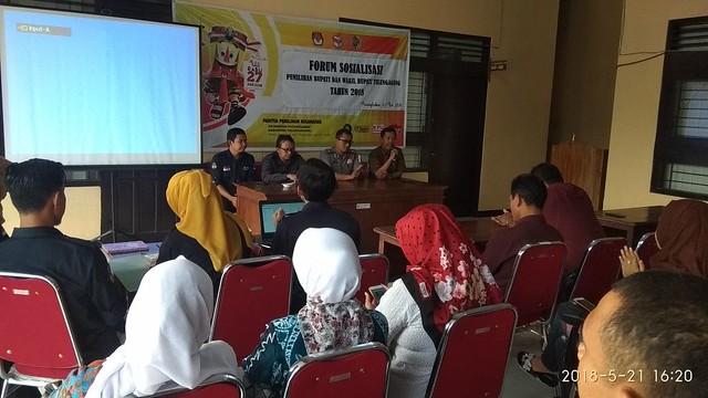 Suasana sosialisai Pilbup 2018 di Aula kantor Kecamatan Pucanglaban (21/5)