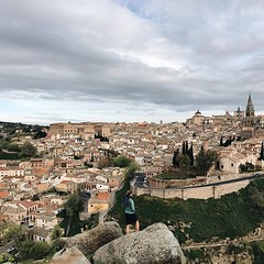 #enjoying the #views of #toledoenamora2018 #toledo #toledoturismo #toledoenamora #spain #wanderlust #travel #travelgram #vsco #vscocam #visitspain #old #city #ig_spain #guardiantravelsnaps #guardiancities #lonelyplanet #espana #toledodeleyenda #vsco #vsco