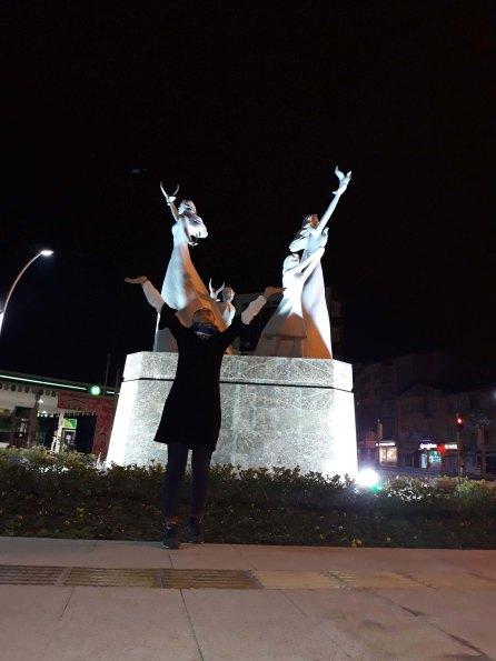 burdur +¦şocuk ve barTĞ-++ş heykeli