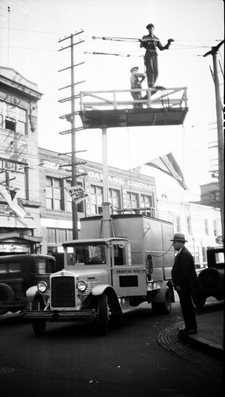 Traffic signal tower truck, 1920