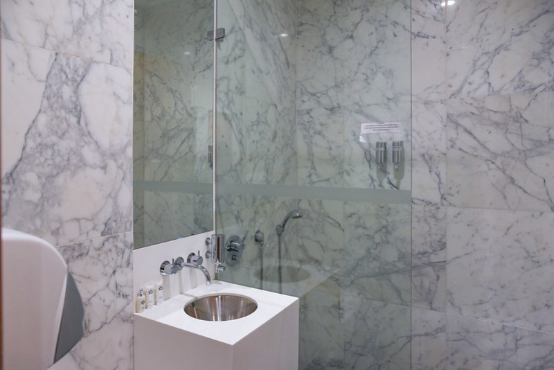 cathay pacific business class lounge melbourne shower room