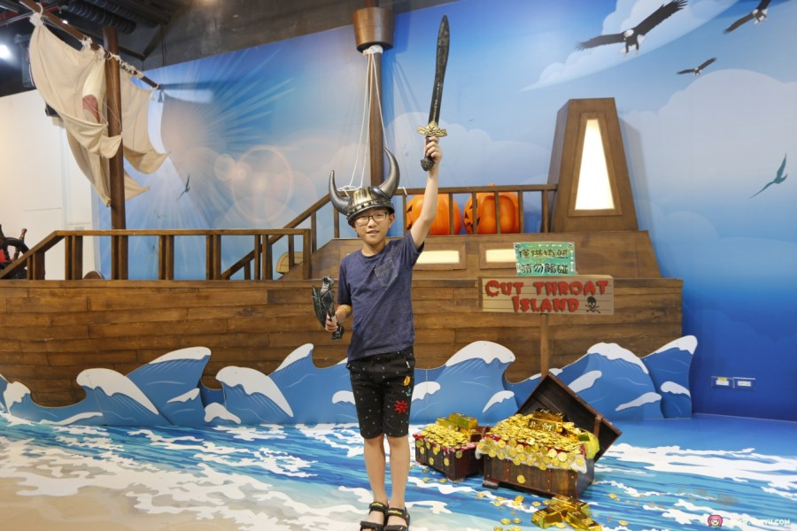[宜蘭旅遊]蜡藝臘筆城堡~宜蘭新開觀光工廠.四項DIY一票玩到底.巨大超萌蠟筆超人開心玩樂一整天 @VIVIYU小世界