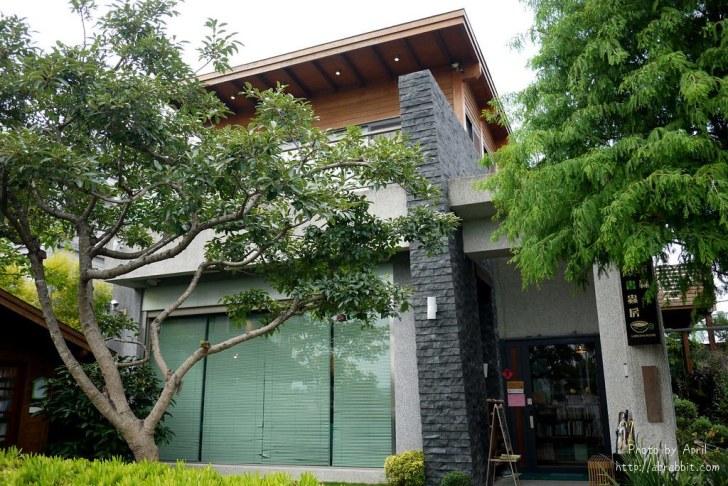 42205247844 4dc868ef8f b - 台中獨立書房│羅布森書蟲房-號稱台中最美的森林系書店