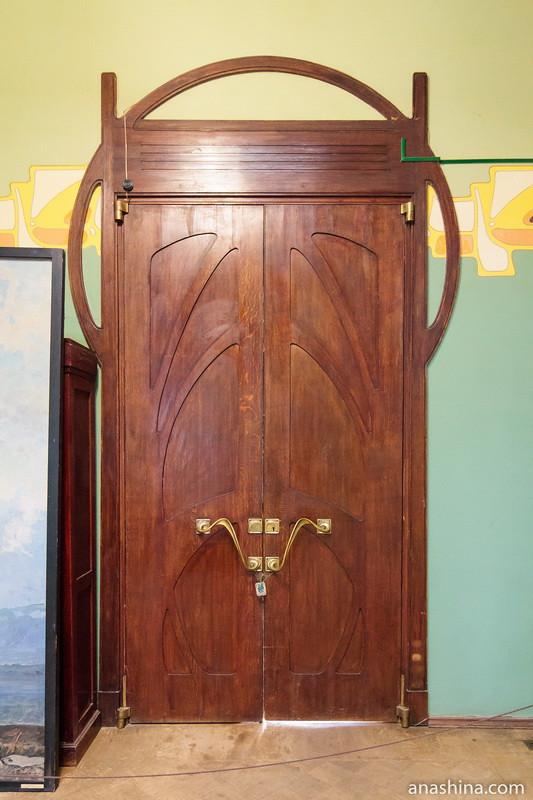 Дверь на втором этаже, особняк Рябушинского, Москва
