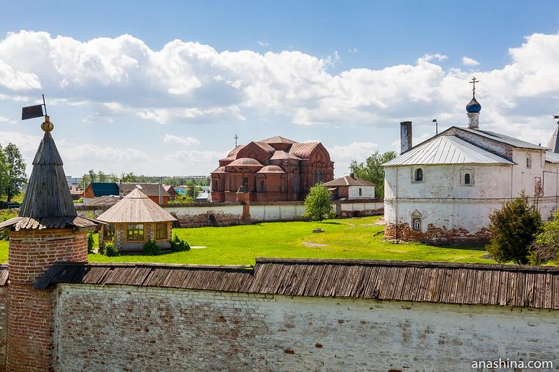 Вид с земляного вала в сторону Троицкого собора, Юрьев-Польский
