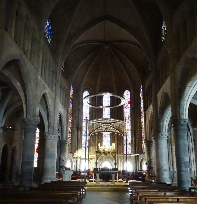 Altar mayor Nave central interior Iglesia Real Colegiata Santa Maria de Roncesvalles Navarra 02