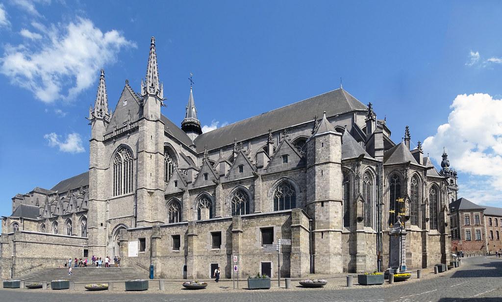 panoramica Iglesia fachada exterior colegiata Santa Waudru Mons Belgica 02
