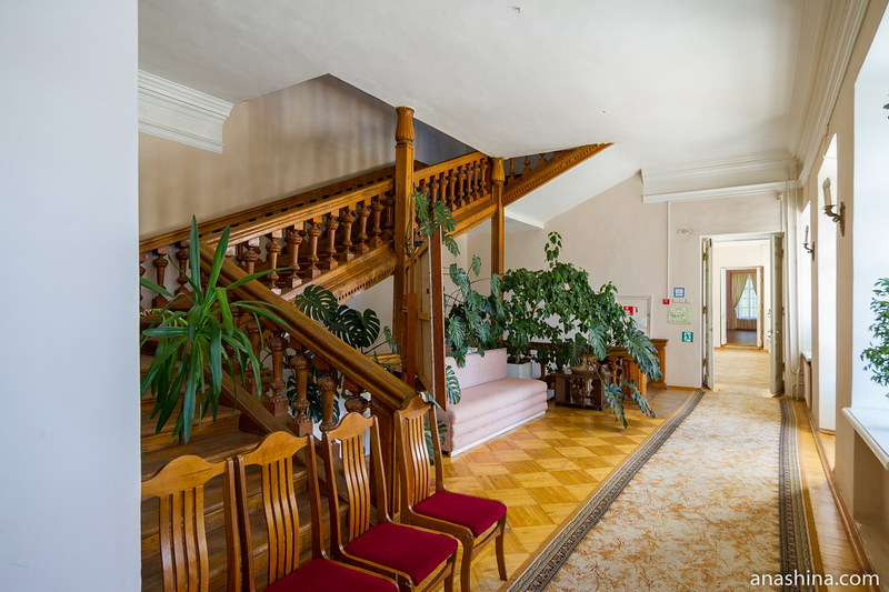 Лестничный холл второго этажа, дом Гончаровых, Полотняный Завод