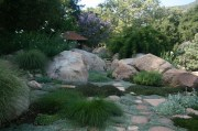 5 Keuntungan Memiliki Taman Bernuansa Batu