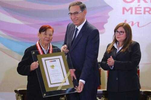 CONDECORACIÓN ORDEN AL MÉRITO MUJER 201816
