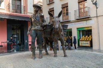 Valkbij dit leuke eerbetoon aan de 'Aguador' de waterdrager/verkoper. Een beroep dat tot halverwege de vorige eeuw werd uitgeoefend in de stad.