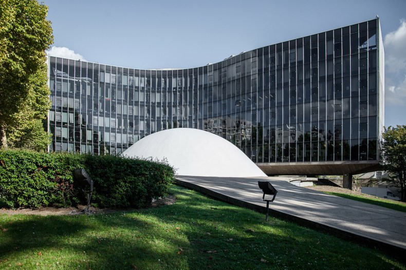 mm_French Communist Party Headquarters design by Oscar Niemeyer_01