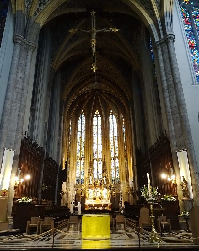 nave y altar mayor interior Catedral San Pablo Cathédrale Saint Paul Lieja Belgica 03