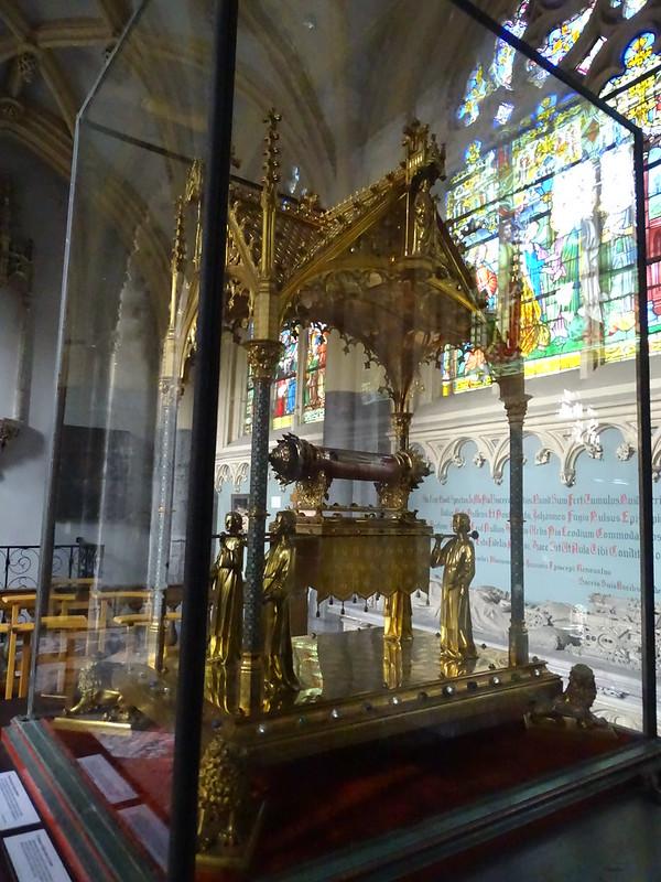 relicario de Santiago obra Jean-Baptiste Bethune y Joseph Wilmotte 1889 interior Iglesia de Santiago o Saint Jacques Lieja Belgica 02