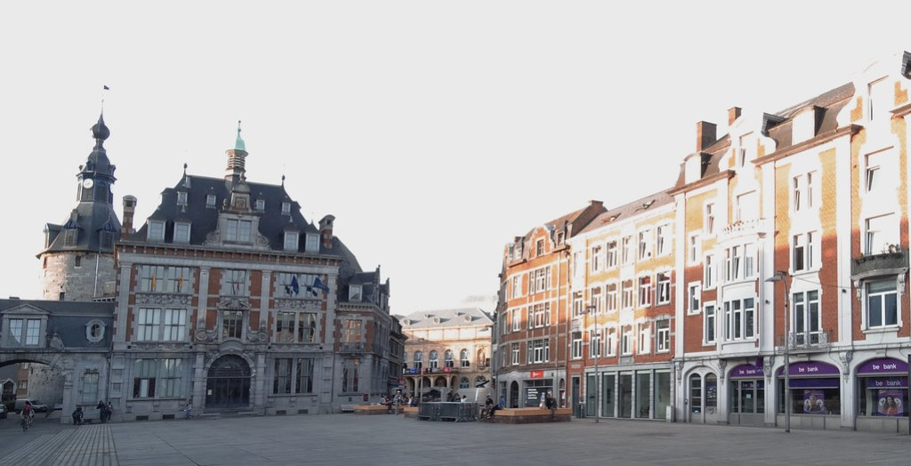 Plaza de Armas Palacio de Congresos antiguo edificio de la bolsa Namur Belgica 05