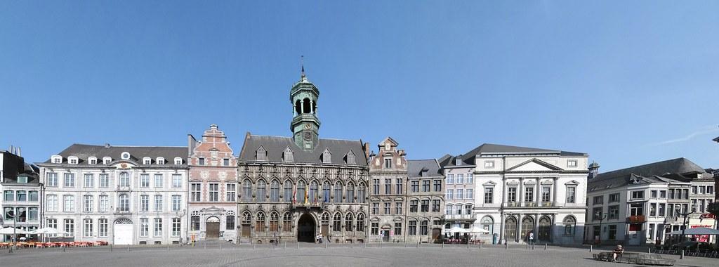 Gran Plaza panoramica y Ayuntamiento de Mons Belgica 01