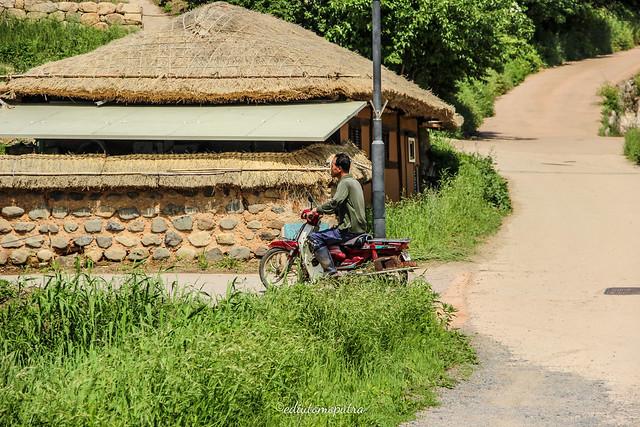 Naik Motor di desa (@ediutomoputra)