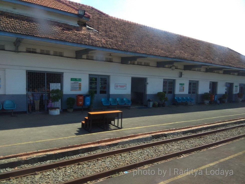 01 TRIP REPORT KERETA API JAYABAYA 1 (JAKARTA-CIREBON) -- STASIUN KARAWANG 1