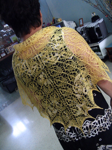 The golden Flower Basket Shawl