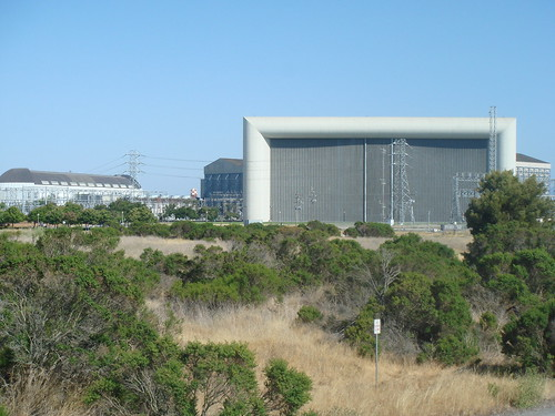 Wind tunnel and hangar