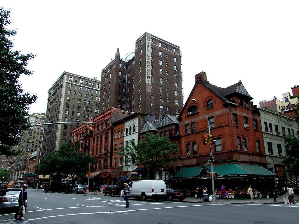 AMSTERDAM AVENUE Y ANTIGUO HOTEL LINCOLN SQUARE