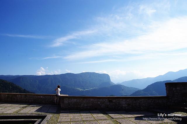 從城堡另一側看出去的遠山,照樣十分迷人,我們運氣很好,當天太陽雖然很大,但到了城堡上就拍到了很棒的照片!