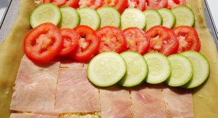Tomaten-Zucchini-Wähe Einschichten