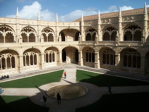 Jerónimos courtyard