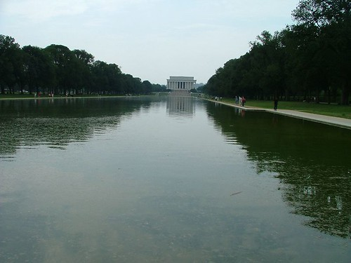 Lincoln Memorial & the reflecting lake