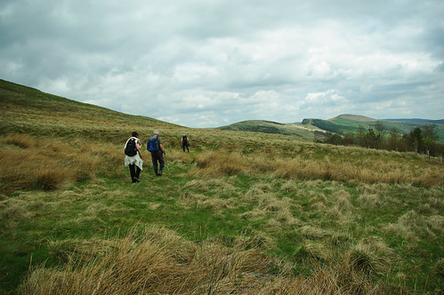 20100425-11_Crossing rough grassland-Below Mam Tor by gary.hadden