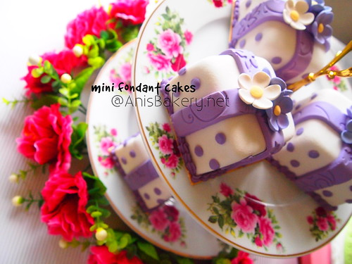mini fondant cakes by anisbakery.net