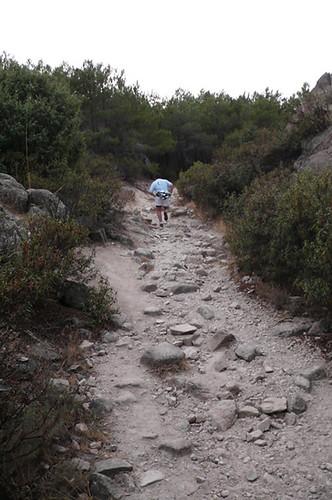 Barth subiendo en carrera por el sendero