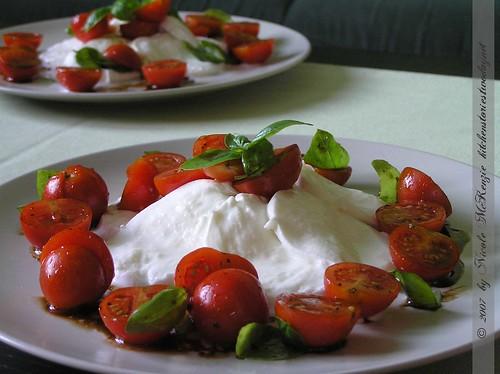 Büffelmozzarella mit Kirschparadeisern
