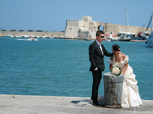 Wedding couple in Trani Harbour - Sposini al Porto di Trani