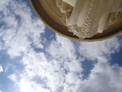 由下往上看凡爾賽的天空