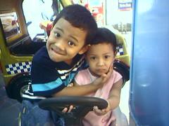 Alif dan Rani lagi main di Mall