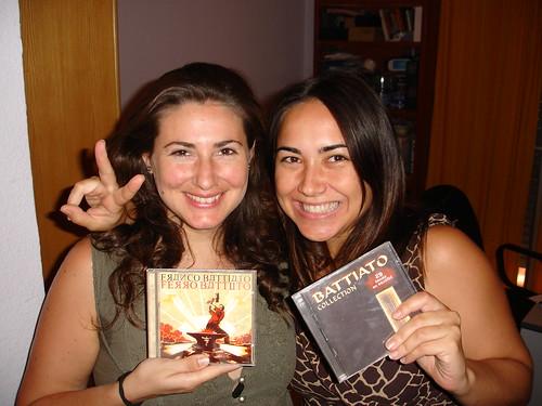 Nurinur y yo después de reservar nuestras entradas para el concierto de Franco Battiato.