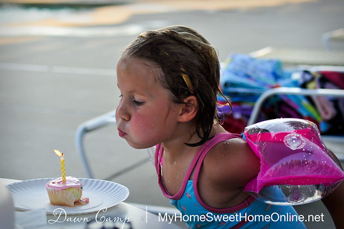 100623_Lily5BirthdayPool_031