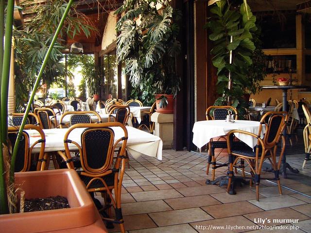 Ljubljana Via Bona餐廳室內一隅,我們就坐在這空無一人的室內。但室外大概有四五桌客人。
