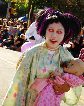 halloween costume zombie mom baby undead no sleep tired exhausted motherhood work stay at home