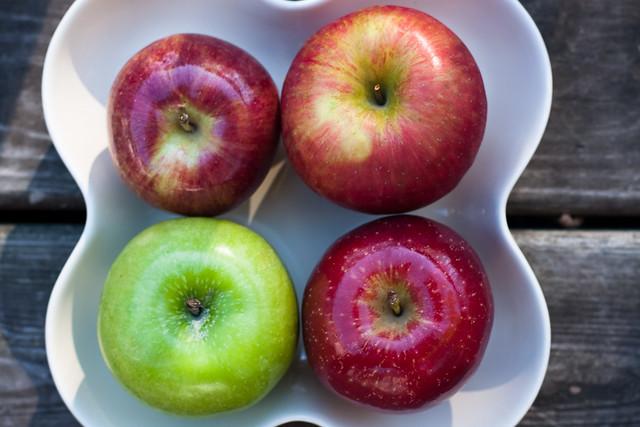 {290/365} apples